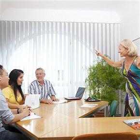 Englisch-Unterricht in der Schule vor Ort Gruppenunterricht